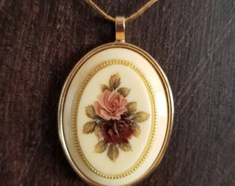 Ladies Vintage Rose Necklace