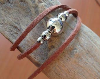 Bracelet suede camel beads silver