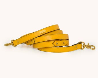 MOSTAZA LEAD | Leather multifunctional dog lead. Lambskin leather handmade lead, finished with gold hardware. Luxury dog lead by Ghala.