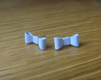 chip on blue bow Ribbon earrings
