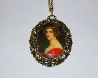 Cameo Necklace with Gold Toned Outline Frame and Chain Realistic Picture 21 Inch Chain Red and White Shirt, Vintage Fashion Costume Jewelry