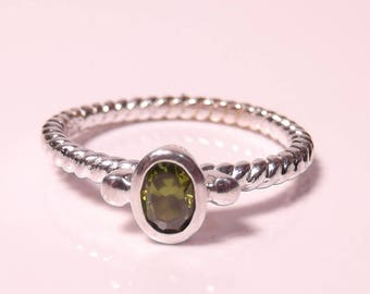 Vintage Silver ring with Peridot