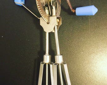 Vintage Blue Hand Mixer / Egg Beater - Works Perfectly - Retro