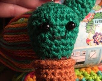 Cactus keychain / crochet cactus / amigurumi cactus / cactus keyring / stuffed cactus / mini cactus / cactus lovers