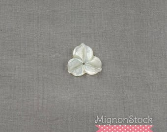 Petal - Mother of Pearl (pearl oyster), White Pearl - pendants