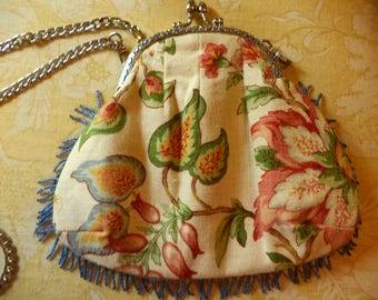 Dainty Evening Pocket Purse With Silver Kiss Clasp Frame !