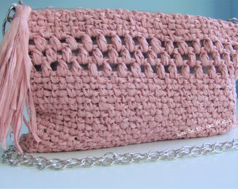 Bag / Clutch with chain for shoulder strap in light pink.
