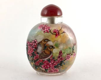 Gorgeous Chinese Snuff Bottle Incredible Detailed Hand-Painting of a Two Beautiful Birds