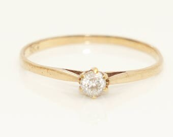 Sweet 9Ct Yellow Gold Solitaire Clear Cubic Zirconia Ring, Size M