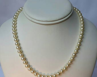 Vintage faux Pearl necklace buy 5 items, pay one postage, and choose a 6th item free