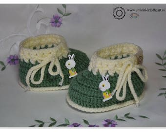 Crochet Baby / Baby Shoes / Unisex Baby Sneakers / Green Shoes / Unisex Baby Gift / Baby Announcement / Newborn Shoes / Cute Baby Shoes
