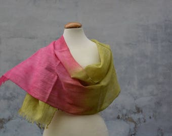 Airy, light wool scarf in spring green and Fuchsia, stole Fransenschal, handmade