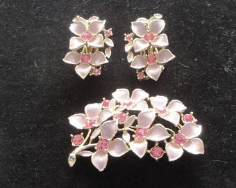 Sarah Coventry Gold/Pink Floral Brooch / Pin and Clip On Earrings Set --      #18
