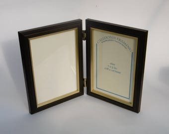 Traditional Wooden Dark Oak and Gold Double Hinged Picture Photo Frame 7 x 5""