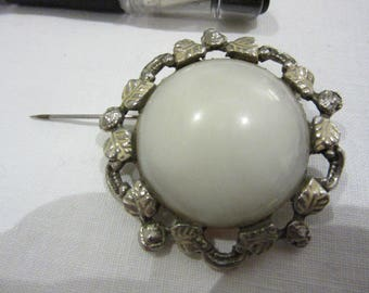 Interesting Vintage Brooch poss. moonstone framed by motifs of leaves and twigs