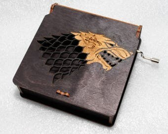 "Winter Is Coming House Stark Emblem - Engraved Wooden Music Box - ""Game Of Thrones""- Sansa Aria Stark Winterfell Hodor - Hand Crank Movement"