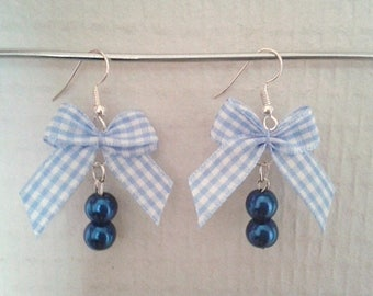 Ribbons and pearls earrings.