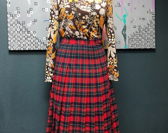 Gorgeous and classic vintage Pendleton wool plaid skirt.
