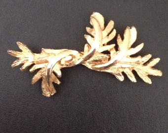 Vintage Gold Tone Leaf Design Brooch