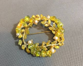 "Vintage Brooch / Pin Green & Yellow Stone faux Pearls gold metal 1 3/4"" diameter"