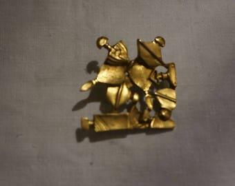 GUERLAIN gold plated vintage brooch