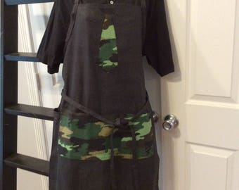 Black apron with camo pockets and tie, BBQ style apron