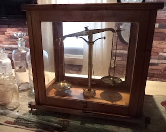 Early 1900's Antique Apothecary Pharmacy Scale.