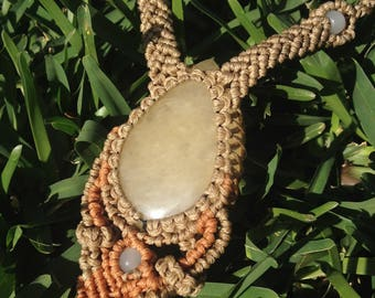 Sunstone - macrame necklace