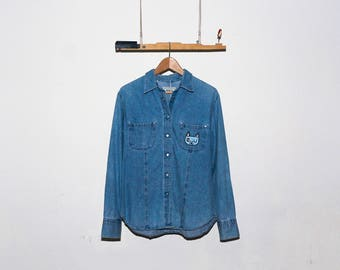 Cat Wink Iron-on Patch Reworked/Upcycled Vintage Chambray Button-Down