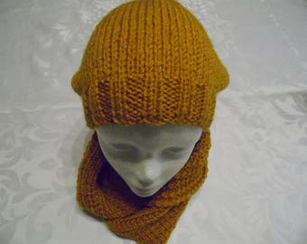 Retombant color mustard and a Snood Cap