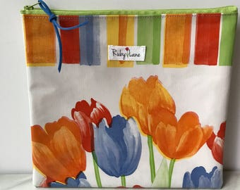 Square Oilcloth pouch / Oilcloth pouch / Makeup bag / Craft pouch / Birthday gift / Tulip print