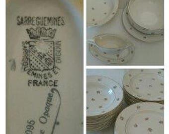 "Sarreguemines and Digoin, model ""Flowers"" set"