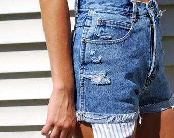"""Distressed Bill Blass Jean Shorts Size 6 with """"EMPOWERED."""" Custom Tag"""