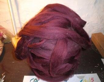 Quality (long and silky fiber) Merino roving maroon (Burgundy)