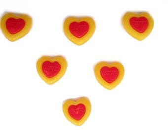 LOT 6 buttons: yellow/red 15mm heart