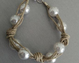 Bracelet in natural fibers and white pearls