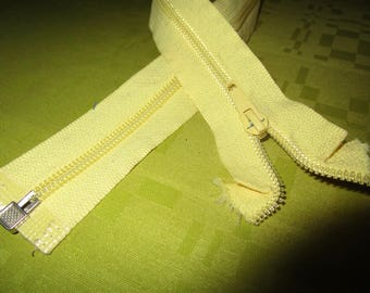 separable pale yellow nylon zip