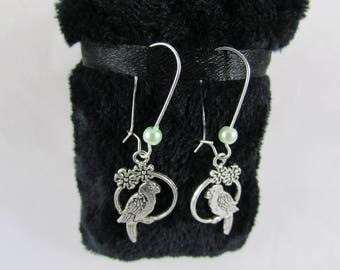 """Parrot & jade green Pearl"" earrings"