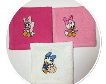 Baby Pink and white cotton towels embroidered Daisy