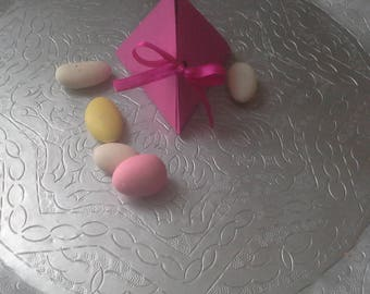 Pink box in the Center & its Ribbon