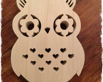 a little wooden OWL which does not lack charm even though it is made of poplar