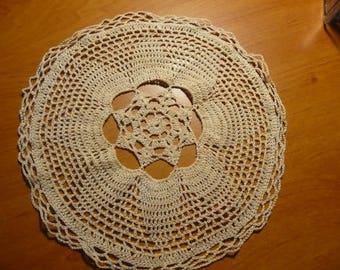 Napperon rond fait main au crochet ( diamètre 22 cm) coloris écru