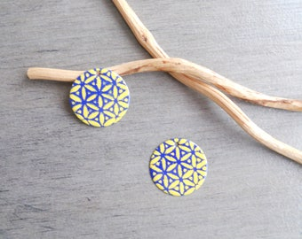 2 sequins dark blue and yellow 20 mm (one side pattern and a solid)