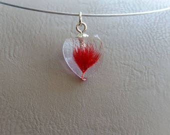 Round neck + 2cm in resin and dried red grass inclusion heart pendant