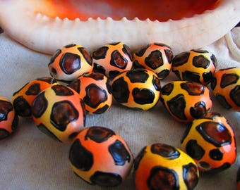 Tiger 18 mm round X 2 wood beads