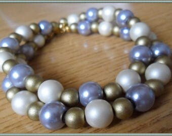 Bracelet with a double row of white, grey and gold beads