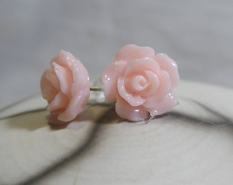Resin flower pale pink retro romantic small Stud Earrings
