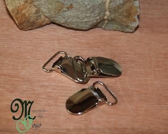 Clip metal pacifier clip.
