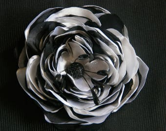 FABRIC FLOWER BROOCH SATIN BLACK AND WHITE N2