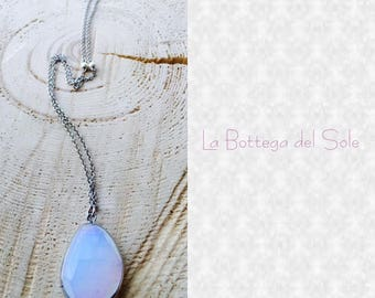 Necklace with precious white